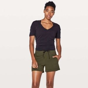 Lululemon In-Form shorts dark olive size 10
